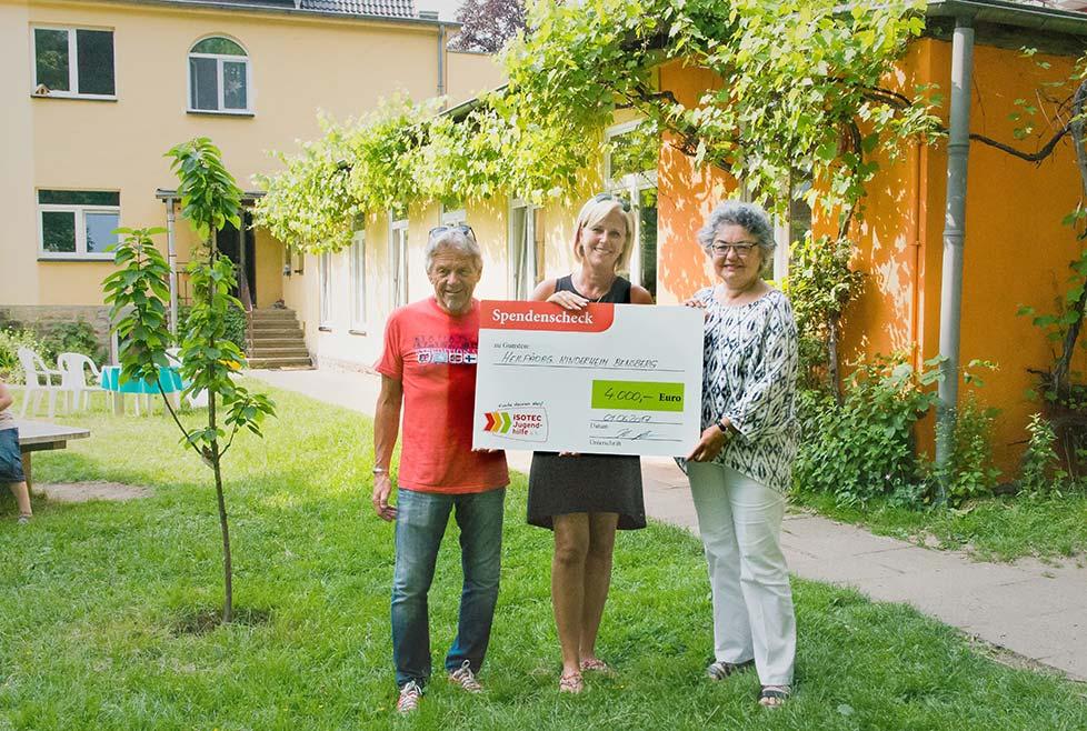 ISOTEC Jugendhilfe Scheckuebergabe_HP